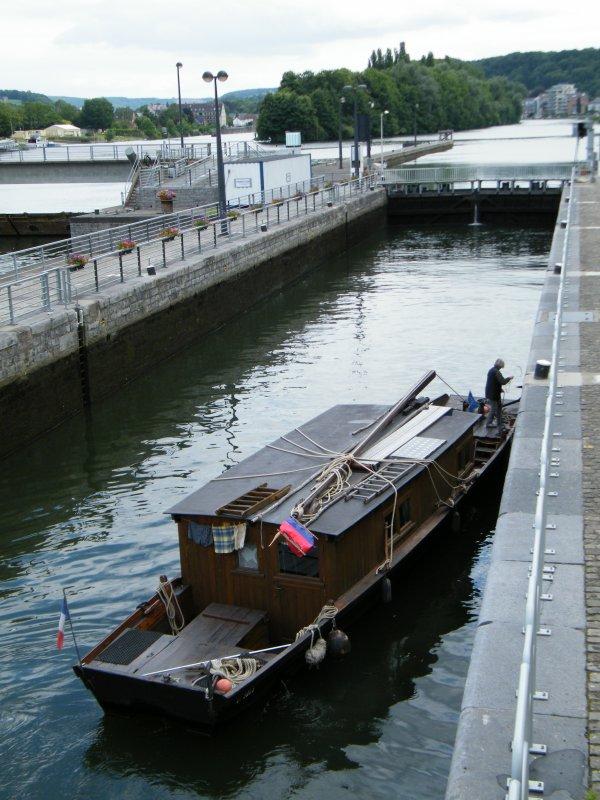 wt3065 f un bateau en bois fond plat replique d 39 une toue de loire et du cot mosan. Black Bedroom Furniture Sets. Home Design Ideas