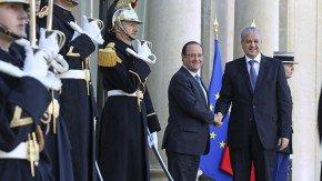 سلال من فرنسا: المأساة الوطنية خلفت 200 ألف قتيل