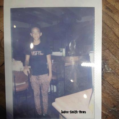 Jaden avec des amis + Seul