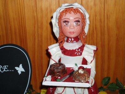 une poupée de 35 cm