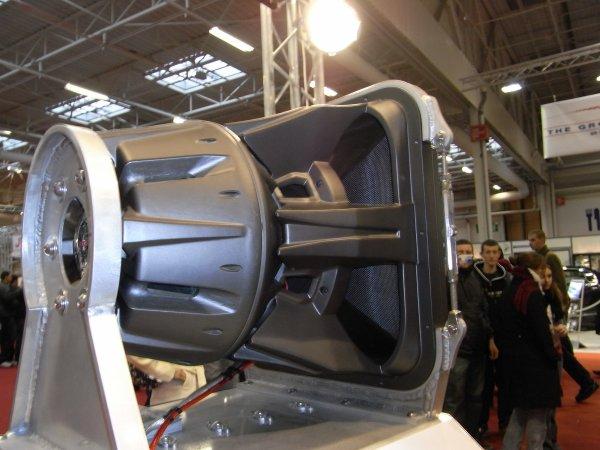 la plus grosse enceinte automobile au monde la voici. Black Bedroom Furniture Sets. Home Design Ideas