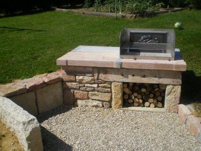 barbecue en pierre fabrication. Black Bedroom Furniture Sets. Home Design Ideas