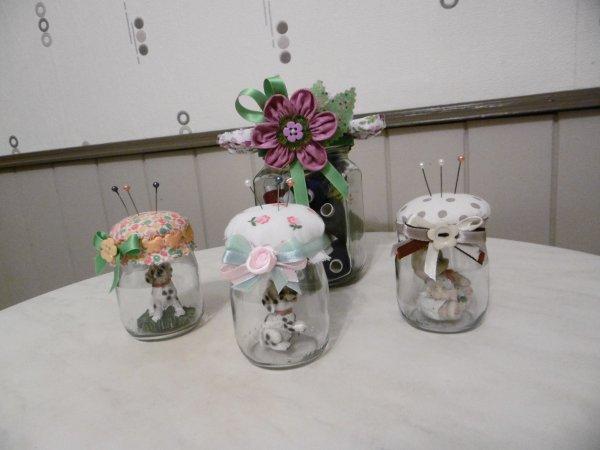 des petits pots de yaourt en verre transform s en pique aiguilles les p 39 tites mains bricoleuses. Black Bedroom Furniture Sets. Home Design Ideas