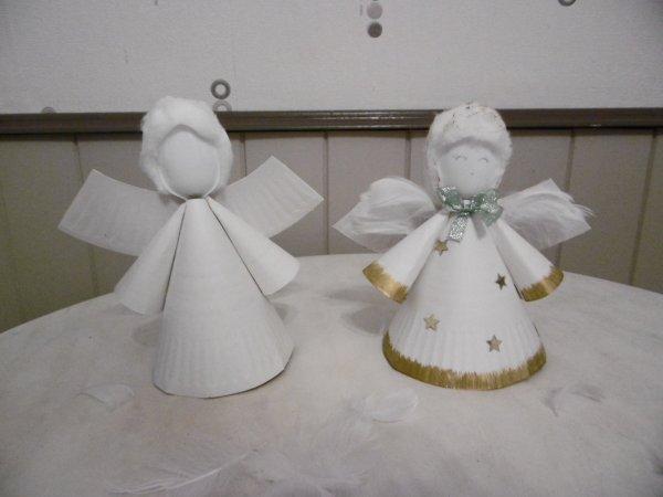 Un ange avec une assiette en carton et une cuill re en - Fausse cheminee en carton pour noel ...