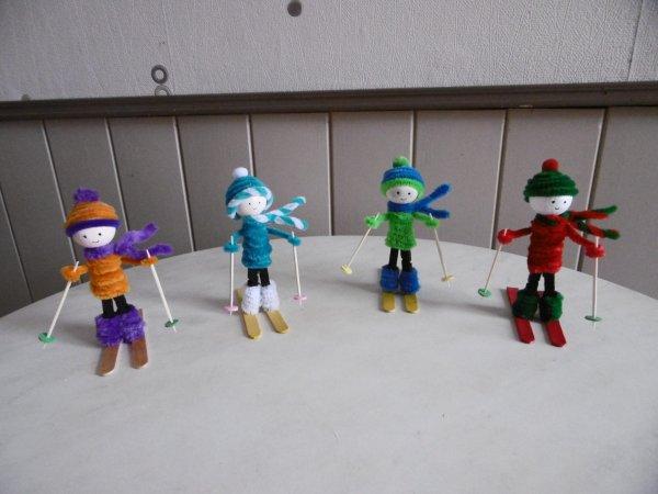 Des petits skieurs avec une pince linge en bois les p - Que faire avec des pinces a linge en bois ...