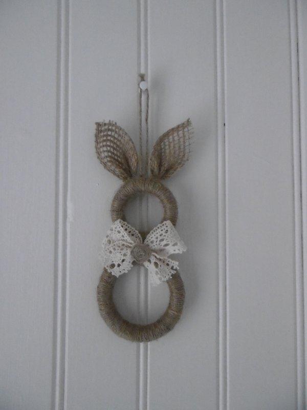 un lapin avec des anneaux de rideaux en bois les p 39 tites mains bricoleuses. Black Bedroom Furniture Sets. Home Design Ideas