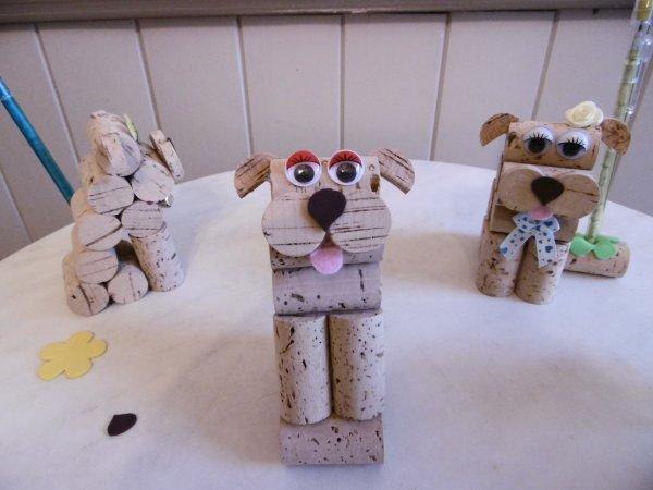 Un petit chien porte stylo avec des bouchons de li ge - Creation avec des bouchons de liege ...