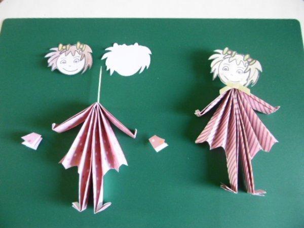 Des poup�es et une ombrelle de papier