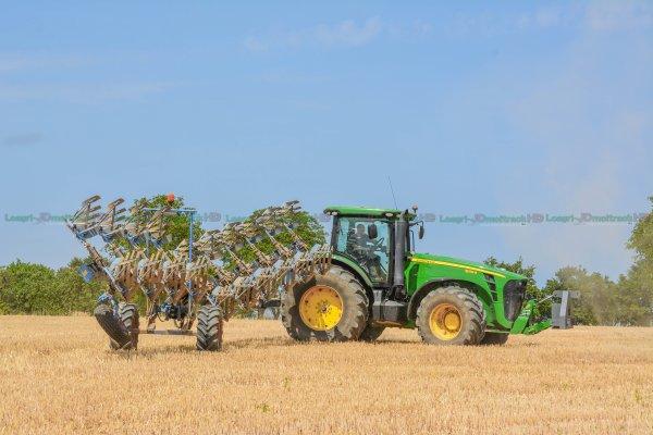 Big John Deere ploughing with big plough lemken in France !