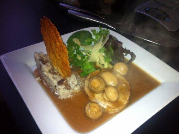 r�ti de porc champignon de Paris risotto girolles et tulle de parmesa