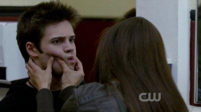 Saison 1 Episode 1 : Elena et J�r�my Gilbert