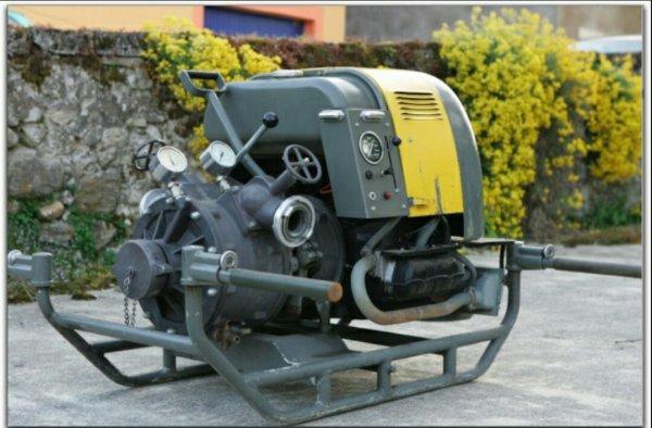 notre motopompe de reserve moteur 1600 ccm d origine cox ancienne moto pompe de l armee suisse. Black Bedroom Furniture Sets. Home Design Ideas