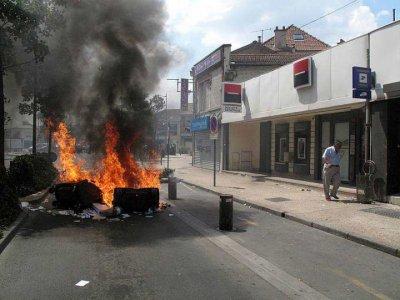 Emeutes apr�s des interpellations de Kurdes en banlieue parisienne