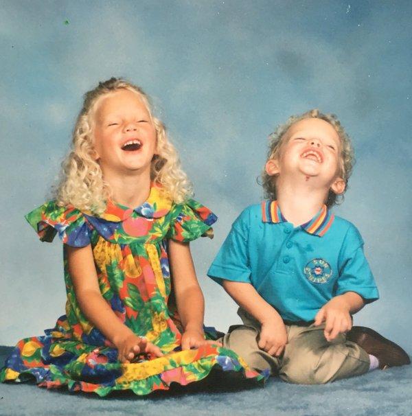 11/03/16 - Photoshoot . Candids . News . Twitter . Magazine. Soirée . Vidéo . Interview . Concert . Tumblr . Instagram . Taylor a souhaité l'anniversaire de son frère, Austin, sur Twitter et a posté une photo d'eux deux quand ils étaient plus jeunes.