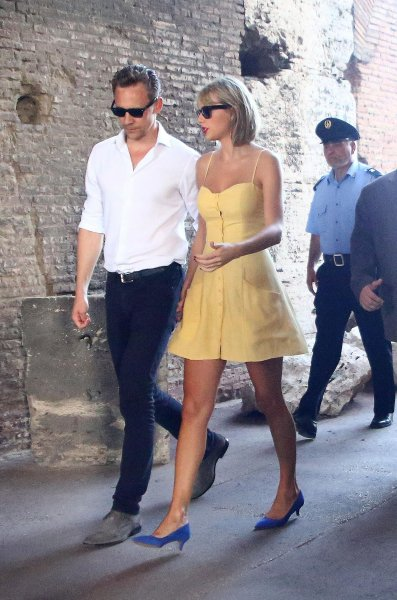28/06/16 - Photoshoot . Candids . News . Twitter . Magazine. Soir�e . Vid�o . Interview . Concert . Tumblr . Instagram . Taylor �tait � Rome avec Tom Hiddleston.