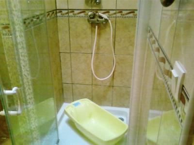 pour laver bebe dans la douche bienvenue sur mon blog. Black Bedroom Furniture Sets. Home Design Ideas