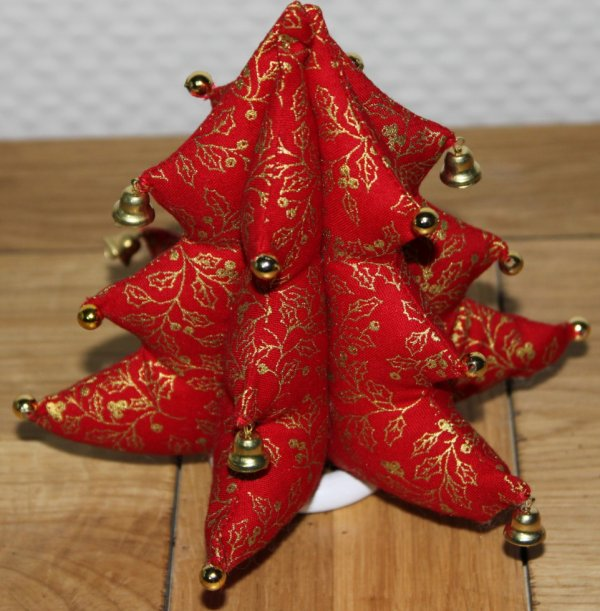 Sapin en tissu monde de la couture for Decoration de noel a fabriquer en tissu