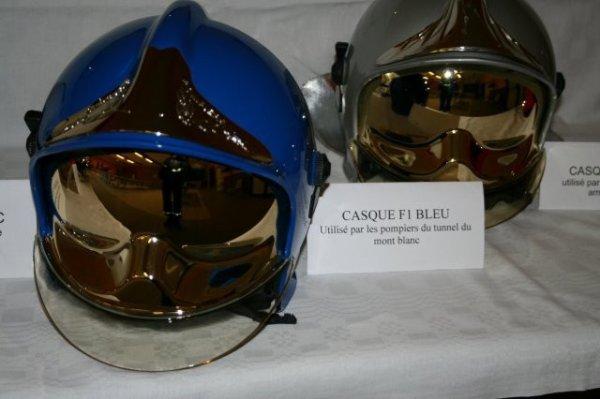 casque F1 bleu utilisé par les pompiers suisse et par les pompiers du tunel du mont blanc