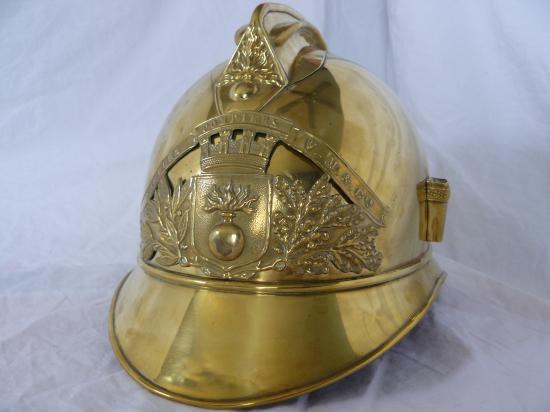 """Casque 1895 pompier privés """"V-M & CIE""""."""
