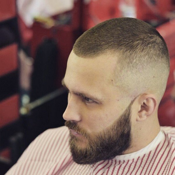 Coupe homme cheveux court et barbe