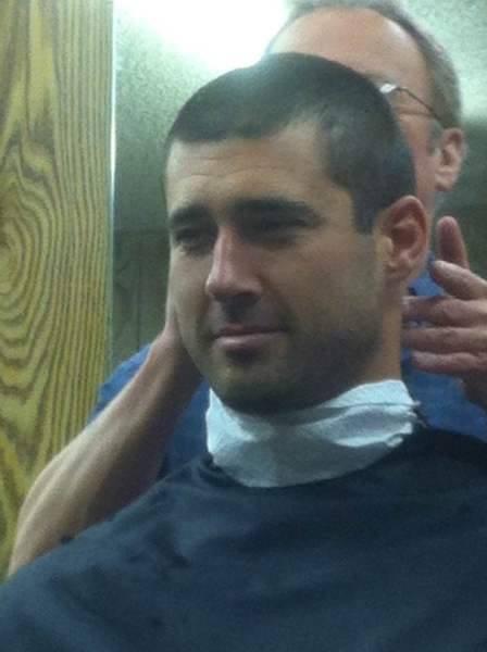 Homme et coiffeur