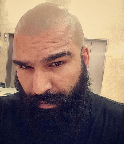 Rasé à la peau et barbe