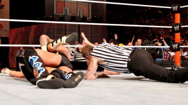 CM Punk bat Dolph Ziggler et conserve son titre (2)