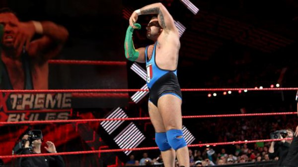 Extreme Rules 2012 : Santino Marella bat The Miz