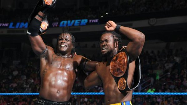 Over the Limit : Kofi Kingston & R-truth battent Jack Swagger & Dolph Ziggler