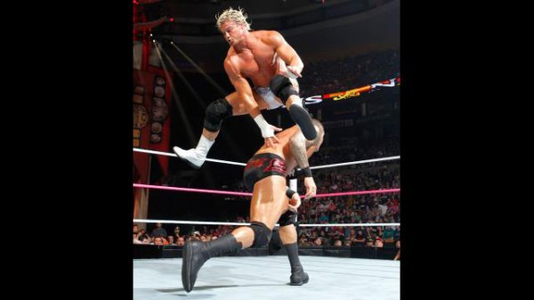 Night Of Champions 2012:  Randy Orton bat Dolph Ziggler
