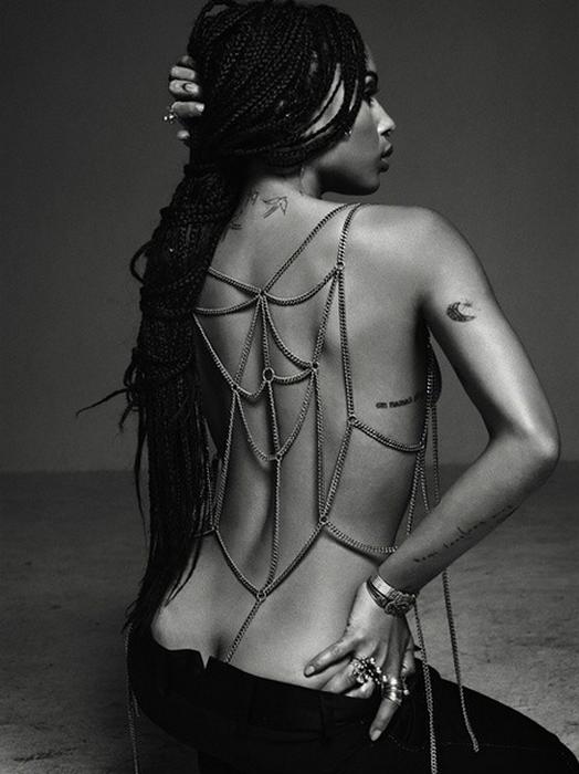 Zo� Kravitz montre ses seins pour le magazine Flaunt : d�couvrez les photos sexy !