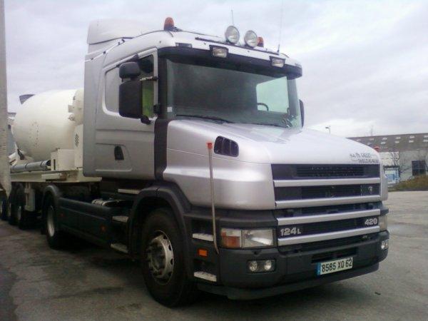 Scania T 124 L 420
