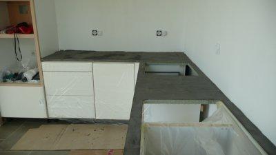 13 08 09 plan de travail en b ton cir gris en cours de for Plan de travail en beton cire colore