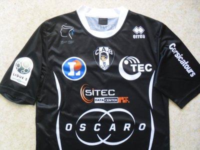 """Maillot """"domicile"""", porté en Ligue 2 par Jean-François GRIMALDI, au CA Bastia, lors de la saison 2013/2014."""