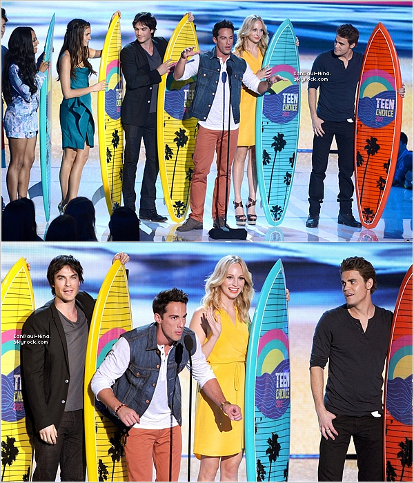 .  Le 22 Juillet 2012 Nina, Ian, Paul et le cast de Vampire Diaries étaient présents aux ''Teen Choice Awards 2012''..