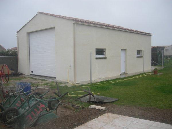 Mur de cloture entree pour portail et portillon en for Fondation pour garage en parpaing