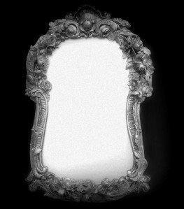 L Gende Urbaine N 9 La Dame En Blanc Dans Le Miroir