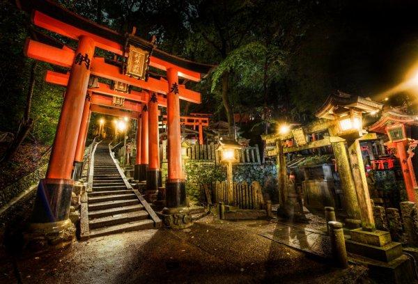 Un Torii, est un portail traditionnel japonais
