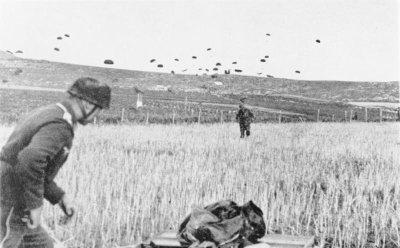 3- Fallschirmjäger au combat . sur les routes de l'enfer et de la gloire.