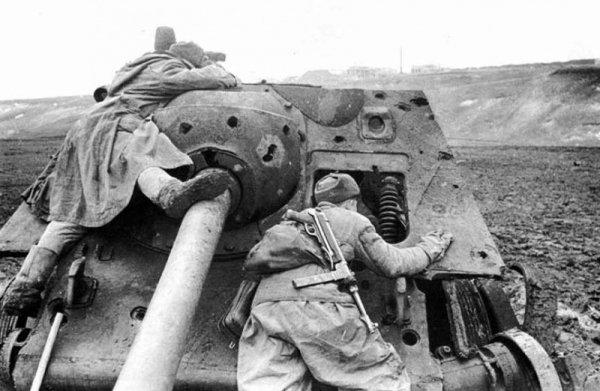 131 - Sur les Rives de l'Oder . 1 l'Armée Rouge à 70 km de Berlin , le grand assaut final.