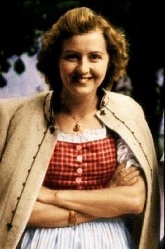 140 - La Ruée sur Berlin 7 - Dans le Führerbunker 3 - Eva Braun, La Maîtresse dans l'Ombre de Hitler , Fidèle même dans la Mort.