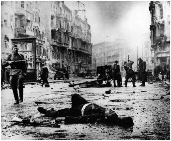 143 - Dans l'Enfer de Berllin 3 - Dimanche 22 Avril 1945.