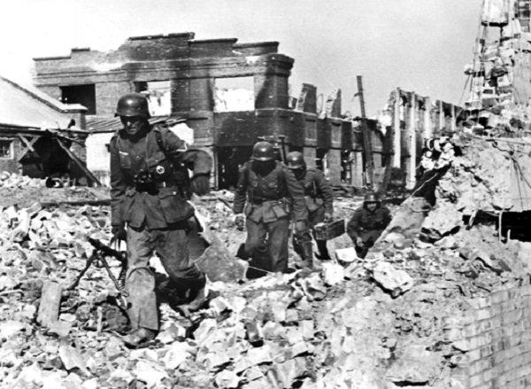 144 - Dans l'Enfer de Berlin 4 - Lundi 23 Avril 1945.
