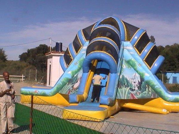 Sidi Hamadouche: Attraction au parc de la petite for�t du Barrage Sarno. Par Mohamed Boudjakdji.