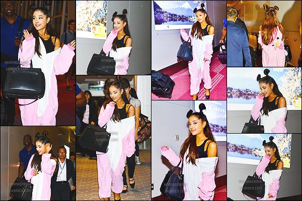""". 13/08/2015 : Miss Ariana Grande  � �t� photographi�e � l'a�roport International """"Haneda"""" � Tokio au Japon !     Ariana Adore ce pays suite au nombreux Tweets ou elle montrait comment elle apprena�t le japonais ! Cute ! C'est donc v�tue d'un costume Licorne que nous retrouvons Ariana dans une de ses villes pr�f�r�e ! D'ailleurs, elle s'y trouve pour donner un concert le m�me jour ! Top ou flop ?! ."""