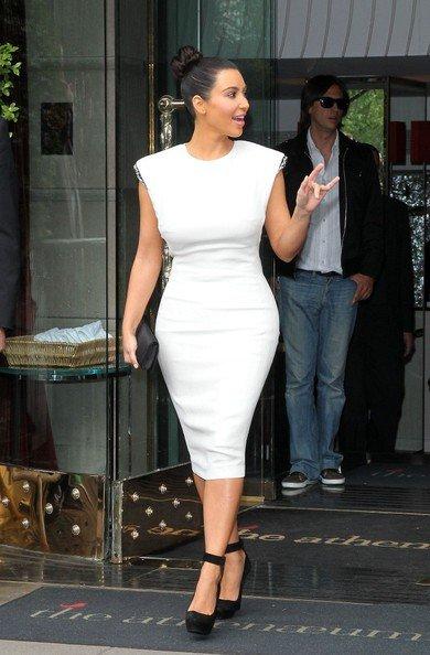 19\05\12 Kim Kardashian aperçue quittant le club District aprés être allé a l'O2 Arena à Londres
