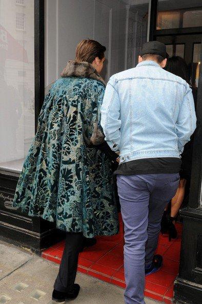 21\05\12 Kim Kardashian a �tait aper�ue � Londres accompagn�e de son fr�re Rob, son ami Jonathan Cheban et Scott Discik elle �tait en train de tourn�e une partie de sa t�l� r�alit�