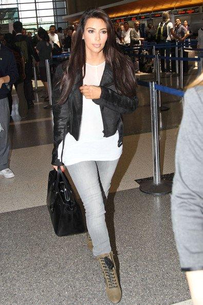 07\06\12 Kim Kardashian � �tait aper�ue � L'a�roport de LAX, elle de retour � Los Angeles