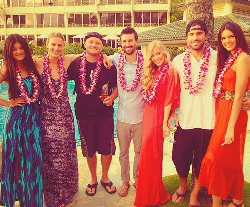 Kendall, Kylie et leur parents était à Hawaii le 30 et 31 Mai pour le mariage de leur demi frére