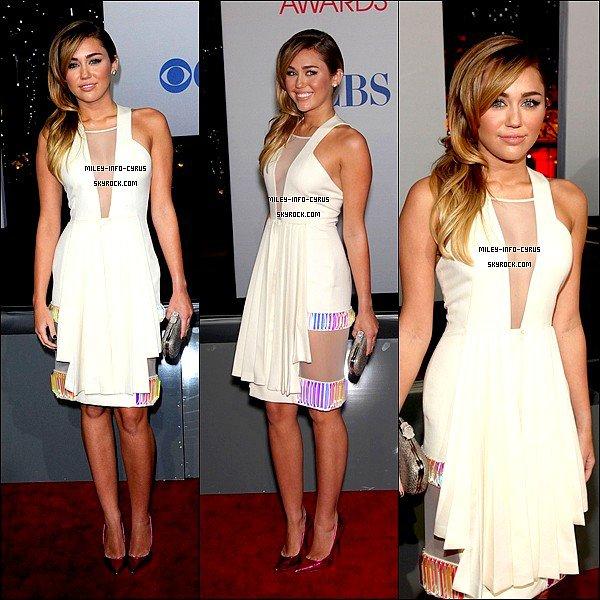 _ 11 / 01 / 12 : Miley et son Boyfriend Liam �taient pr�sents aux People Choice Awards 2012. TOP OU FLOP ? -